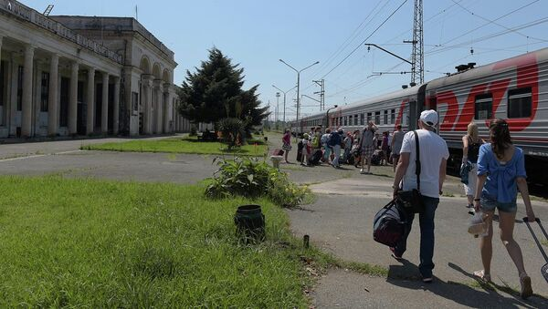 Первые пассажиры высоко оценили преимущества ж/д рейса Адлер–Гагра. - Sputnik Абхазия