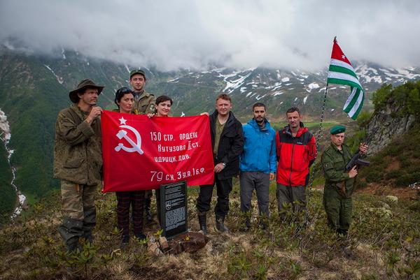 В горах Абхазии установлена мемориальная доска. Фото с места события. - Sputnik Абхазия