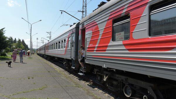 Пригородный поезд Адлер–Гагра. - Sputnik Абхазия