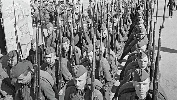 Мобилизация. Колонны бойцов движутся на фронт. Архивное фото. - Sputnik Абхазия