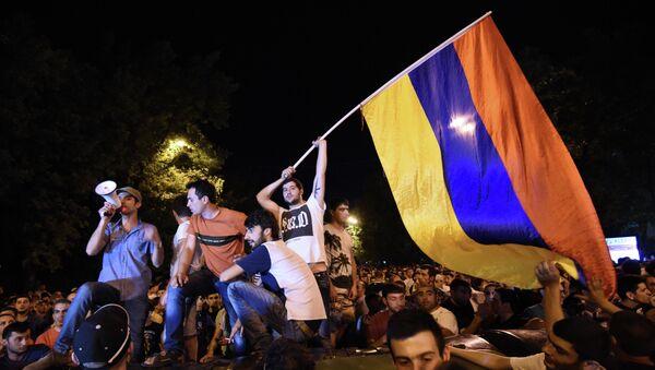 Акция протеста против повышения цен на электроэнергию в столице Ереване.23 июня 2015. - Sputnik Абхазия