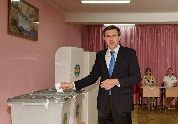 Дорин Киртоакэ на местных выборах в Кишиневе. 28 июня 2015. - Sputnik Абхазия
