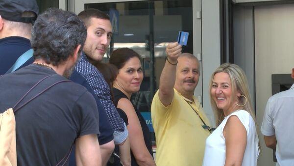 Греки снимали наличные с карт после объявления о временном закрытии банков - Sputnik Абхазия