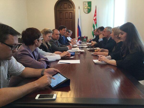 Проекты соглашений в сфере здравоохранения РА и РФ обсудили в Кабмине - Sputnik Абхазия