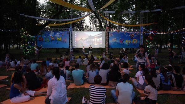 Первый сеанс летнего кинотеатра в Сухуме - Sputnik Абхазия