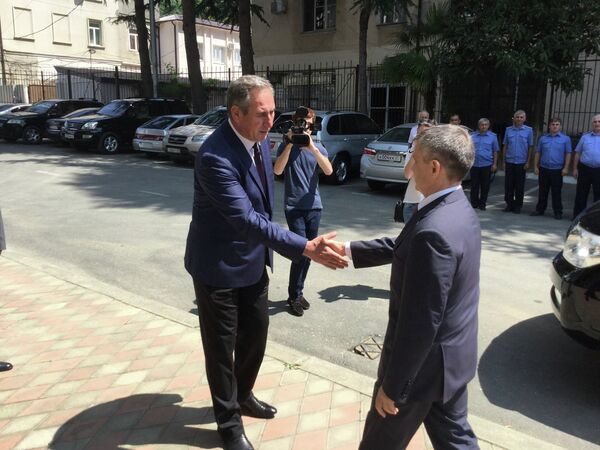 Рашид Нургалиев прибыл с рабочим визитом в Абхазию. Фото с места события. - Sputnik Абхазия