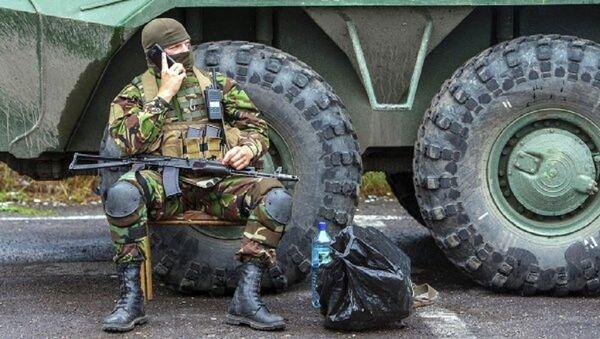 Украинские военные контролируют дорогу возле Мукачево. Архивное фото - Sputnik Абхазия