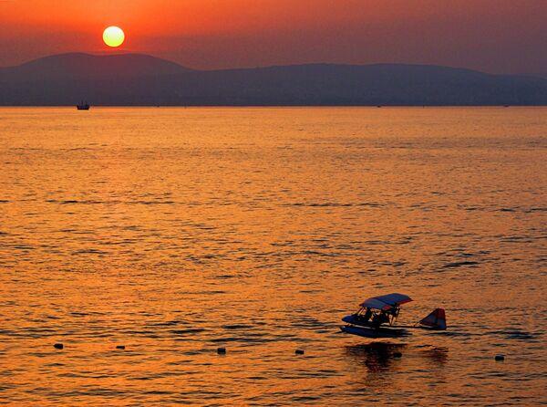 Черное море на закате - Sputnik Абхазия