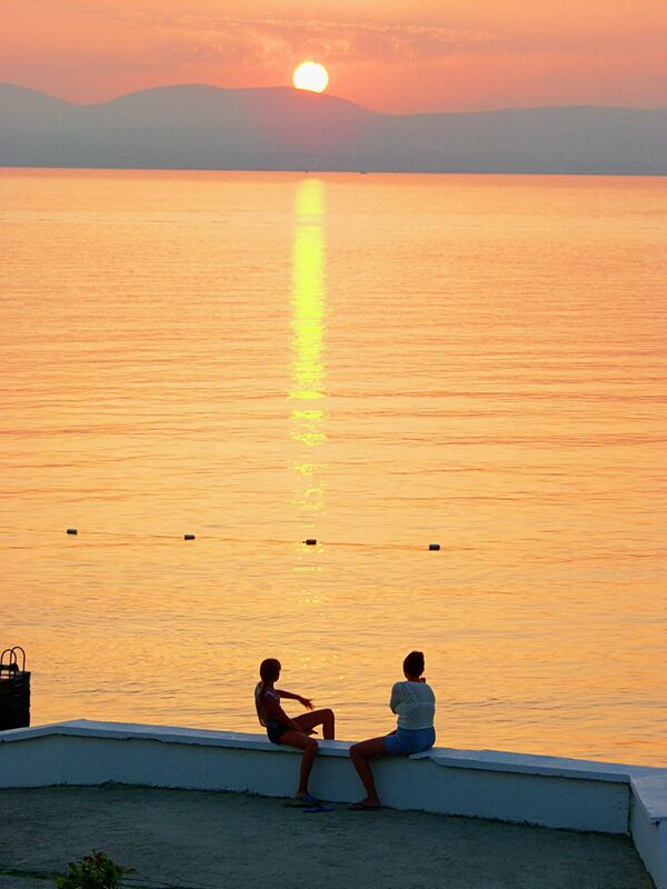 На набережной Геленджика на закате - Sputnik Абхазия