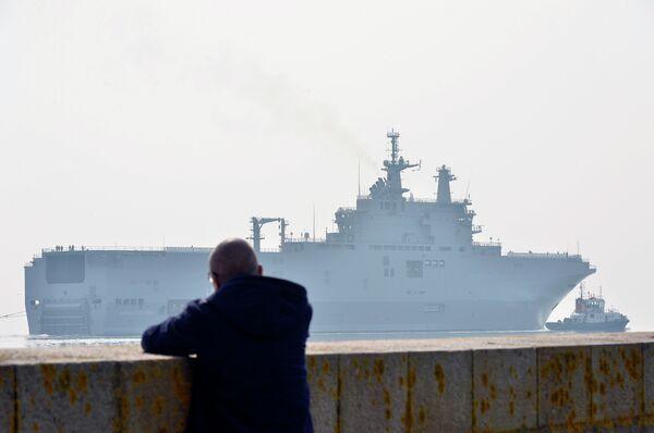 Олланд решит вопрос с поставками Мистралей в ближайшие недели. - Sputnik Абхазия
