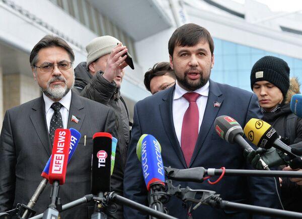 Пресс-конференция представителей ДНР и ЛНР в аэропорту Минска - Sputnik Абхазия