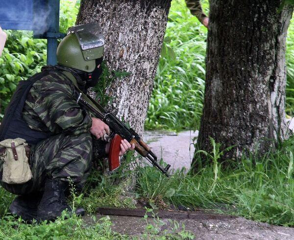 Сотрудники правоохранительных органов проводят спецоперацию по задержанию группы боевиков в Нальчике - Sputnik Абхазия