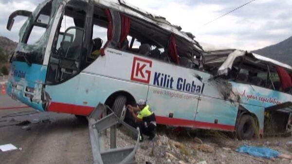 Автобус с туристами попал в крупное ДТП в Турции. Кадры с места аварии - Sputnik Абхазия