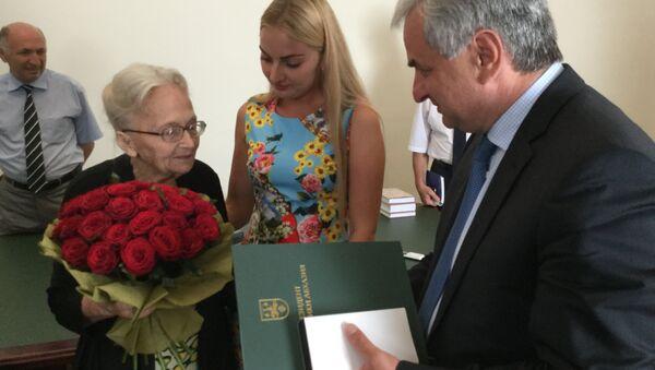 Президент Абхазии поздравил Маргариту Ладария с 90 летним юбилеем - Sputnik Абхазия