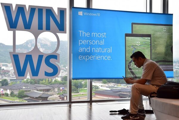 Реклама  Windows 10. - Sputnik Абхазия