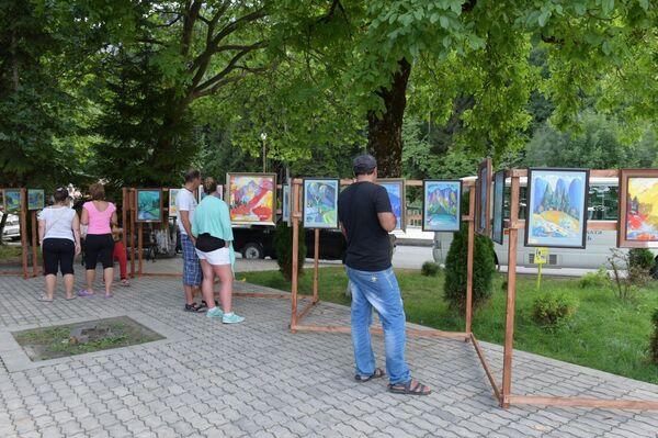 Художественная выставка Млечный путь открылась на озере Рица - Sputnik Абхазия