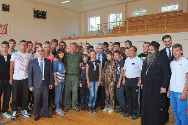 Встреча Хаджимба с детьми ДНР - Sputnik Абхазия