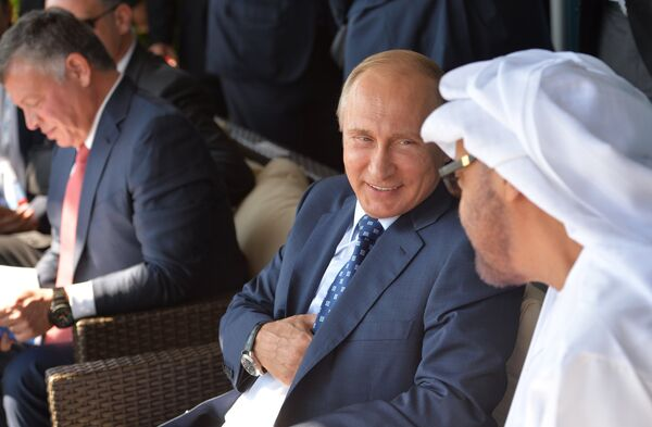 Президент РФ В.Путин посетил Международный авиационно-космический салон МАКС-2015 - Sputnik Абхазия