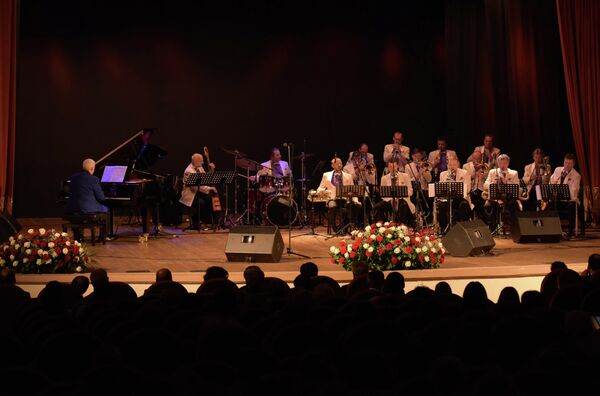Концерт оркестра имени Олега Лундстрема прошел в Сухуме. - Sputnik Абхазия