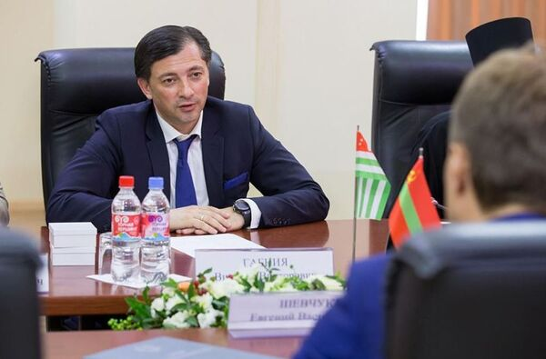 Вице-президент Абхазии Виталий Габния. Архивное фото. - Sputnik Абхазия