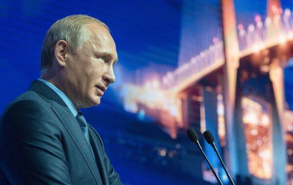 Президент РФ В.Путин принимает участие в работе первого Восточного экономического форума - Sputnik Абхазия