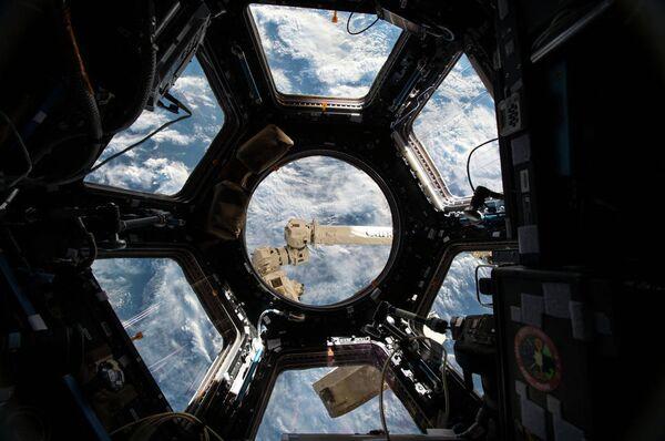 Пилотируемый корабль Союз ТМА-18М пристыковался к МКС - Sputnik Абхазия