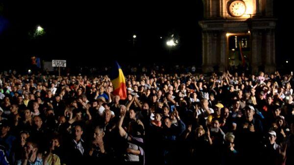 Лозунги и песни за отставку правительства, или Как прошла ночь в Кишиневе - Sputnik Абхазия