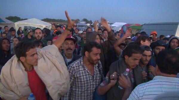 Беженцы в ЕС: толпы на дорогах, палаточные лагеря и акции протеста - Sputnik Абхазия