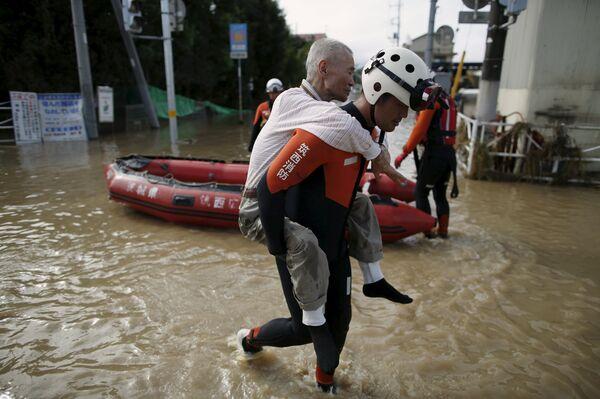 Спасательные операции в Японии. 11 сентября 2015. - Sputnik Абхазия