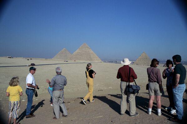 Туристы у пирамиды Хеопса - Sputnik Абхазия