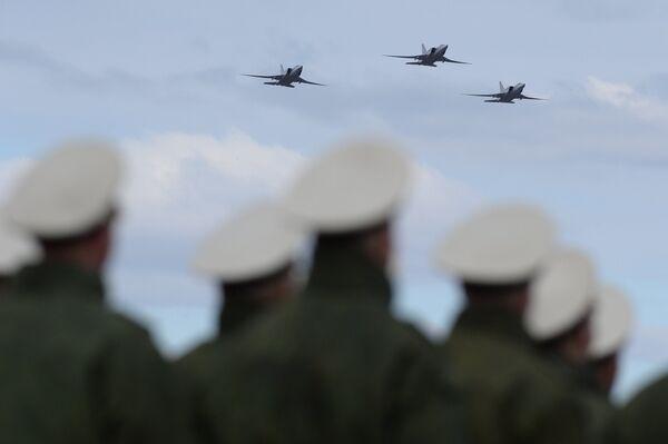 Совместная тренировка пеших и механизированных колонн к Параду Победы - Sputnik Абхазия