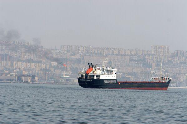 Танкер перед выходом в море. Архивное фото. - Sputnik Абхазия