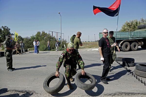 Активисты заблокировали автотрассу у поселка Чонгар на границе Украины и Крыма - Sputnik Абхазия