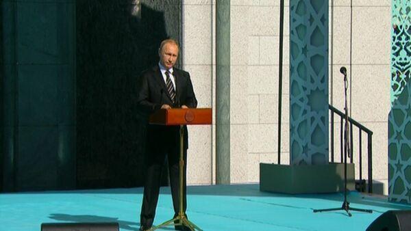 Достойна России – Путин об обновленной Московской соборной мечети - Sputnik Абхазия
