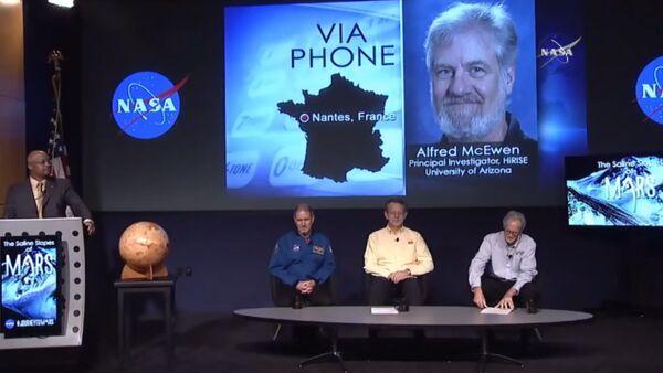 Ученый НАСА объявил о наличии воды на Марсе. Кадры с пресс-конференции - Sputnik Абхазия