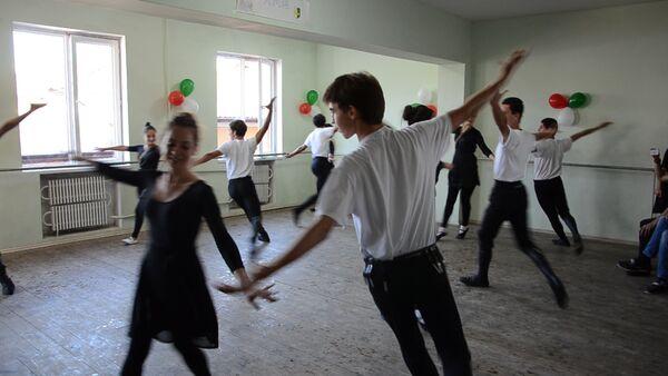 Народные танцы и песни - концерт в училище культуры - Sputnik Абхазия