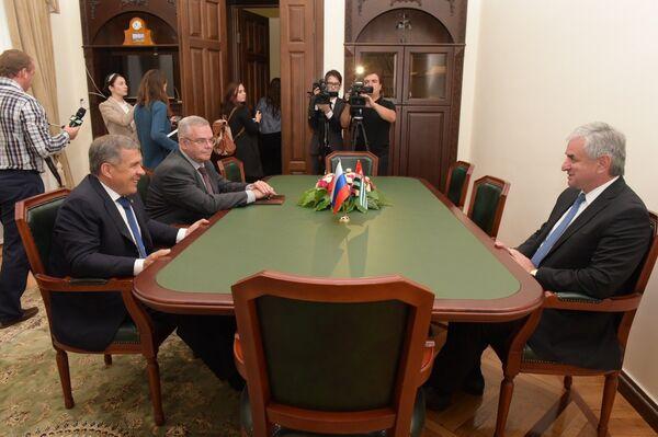 встреча Хаджимба и Минниханова - Sputnik Абхазия