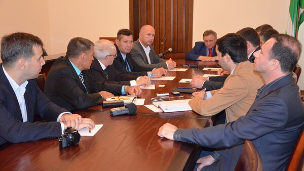 Президент ConIFA прибыл в Абхазию для знакомства с инфраструктурой ЧМ - Sputnik Абхазия