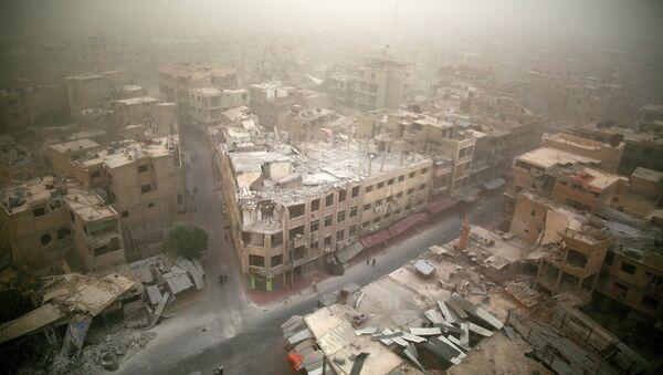 Общий вид поврежденных зданий в Думе, к востоку от столицы Дамаска. 7 сентября 2015. - Sputnik Абхазия