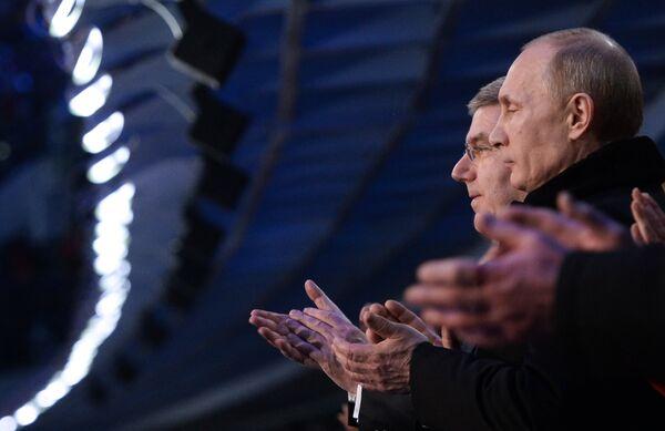 Президент России Владимир Путин и президент Международного олимпийского комитета Томас Бах (справа налево). Архивное фото. - Sputnik Абхазия