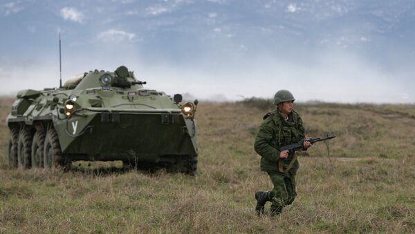 Солдаты во время занятий по огневой подготовке. Архивное фото. - Sputnik Абхазия
