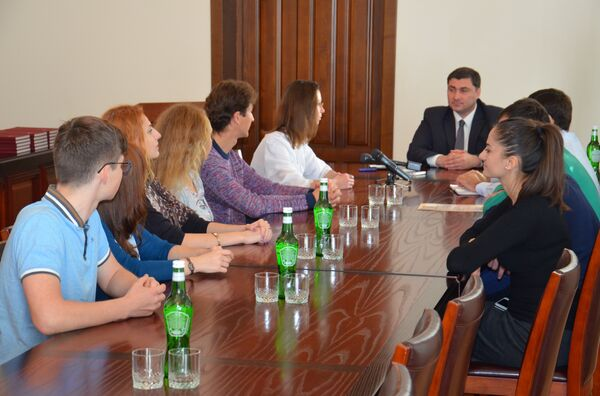 Шамиль Адзынба принял участников студенческого конгресса - Sputnik Абхазия