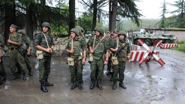 Служащие российской военной базы в Абхазии. - Sputnik Абхазия