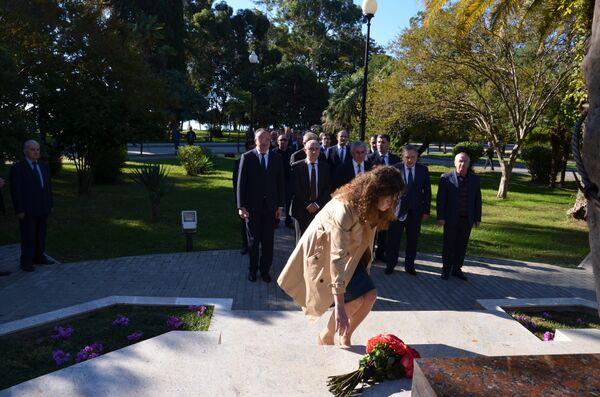 Память жертв политических репрессий почтили в Сухуме - Sputnik Абхазия