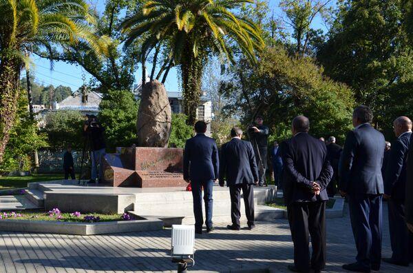 Памятник жертвам политических репрессий - Sputnik Абхазия