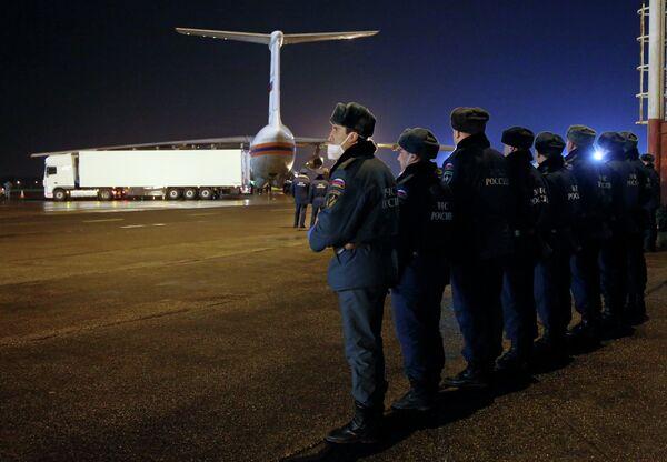Борт МЧС России доставил в Санкт-Петербург тела жертв крушения Airbus A321. Архивное фото - Sputnik Абхазия