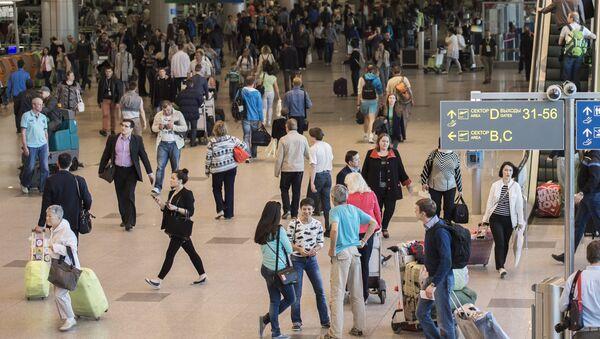 Пассажиры в аэропорту. Архивное фото. - Sputnik Абхазия