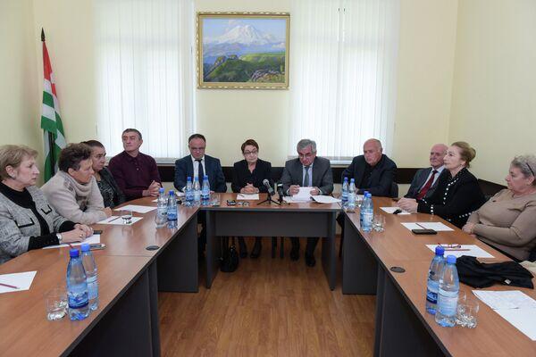 Встреча президента Хаджимба Р.Д. с Общественной палатой. - Sputnik Аҧсны