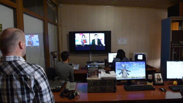 Сотрудники АТ отмечают день рождения канала на работе - Sputnik Абхазия