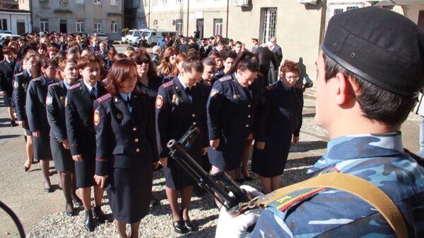Имена двух милиционеров увековечили на памятных досках в УВД Сухума - Sputnik Абхазия